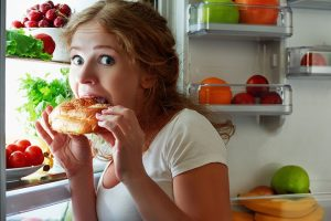 Skipping-snacks-before-bed-can-improve-weight-loss